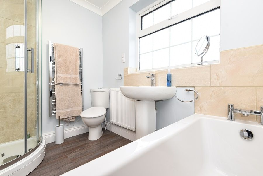 Orchard House Docking | Bathroom
