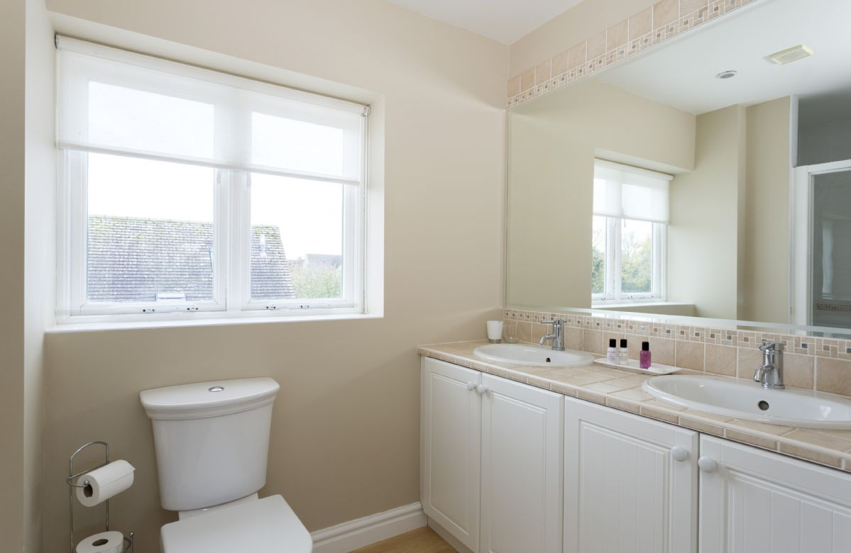 First floor: En-suite bathroom to bedroom one