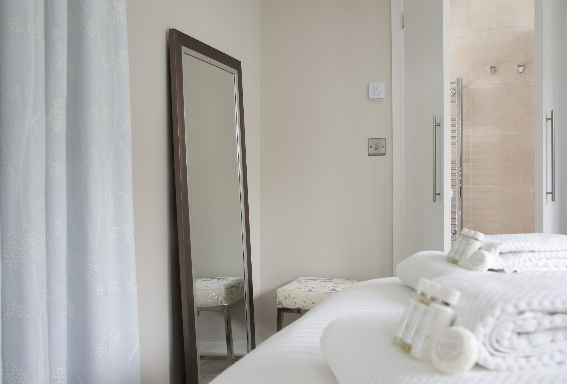 Ground floor: The bedroom has an en-suite shower/wet room