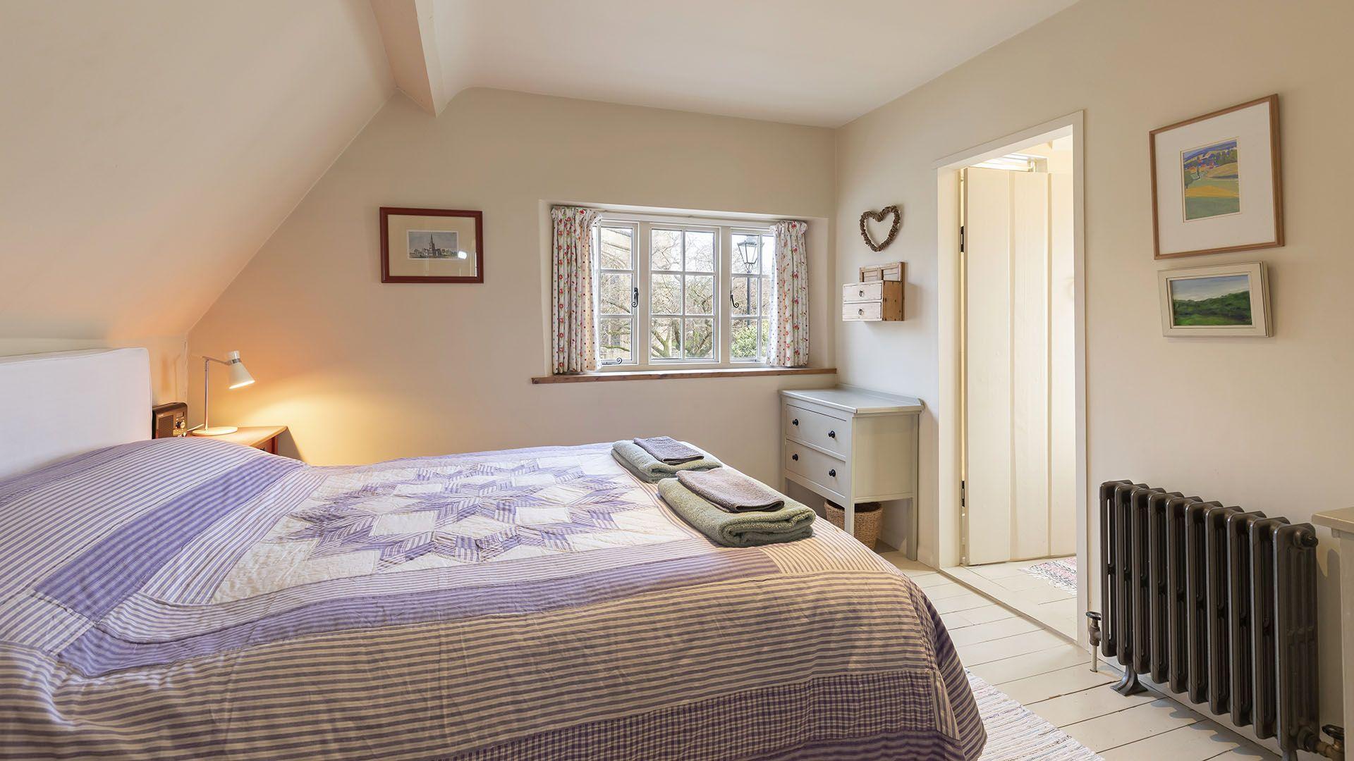 Master bedroom with en suite, Church Cottage, Bolthole Retreats