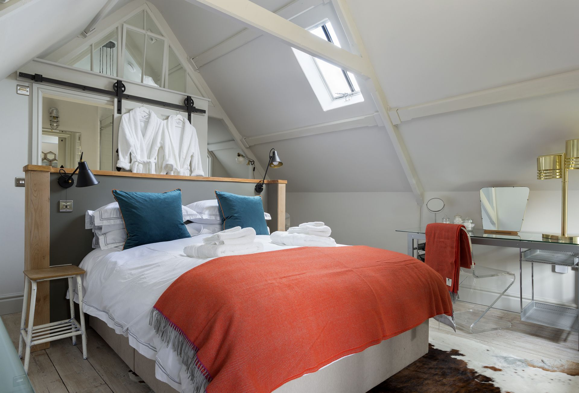 First floor: En-suite bedroom with super king bed (can be converted to two singles on request)