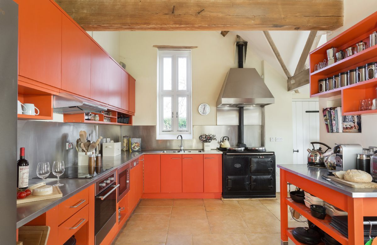 Ground floor: Fully equipped kitchen with AGA