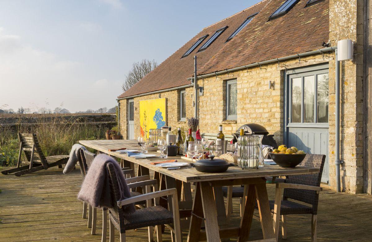 Courtyard garden and deck with garden furniture