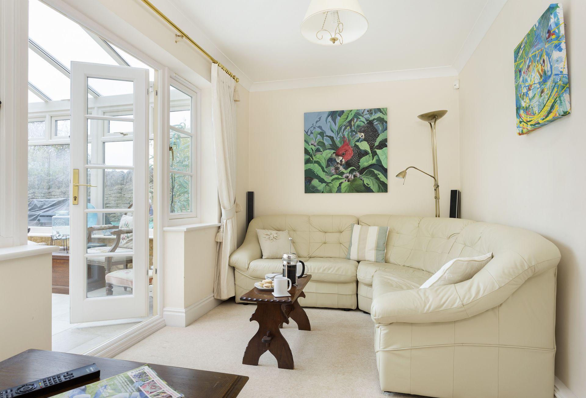 Ground floor: Comfortable seating area in the garden room