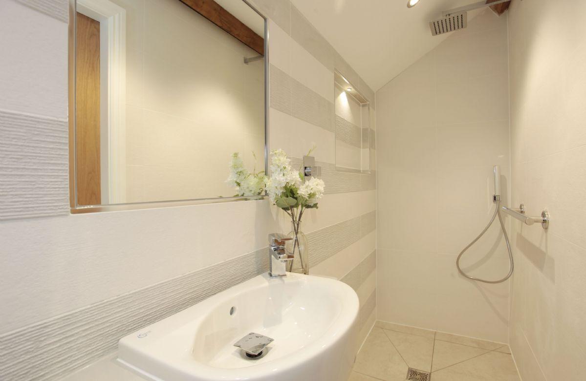 Second floor: En suite shower room