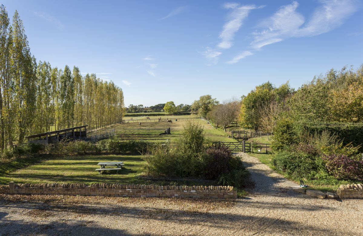 The grounds at Saintbury extend to 30 acres and guests are welcome to explore the many footpaths around the farm and further afield