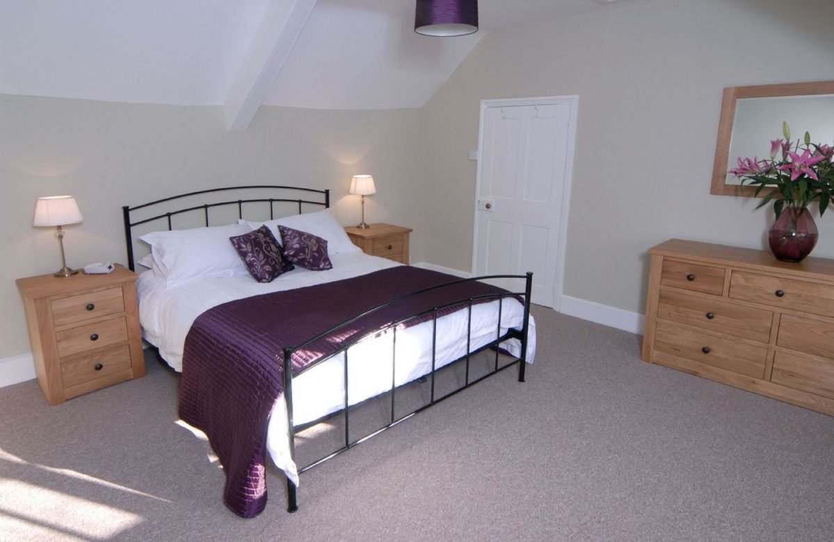 First floor: Master bedroom with king size bed and en-suite