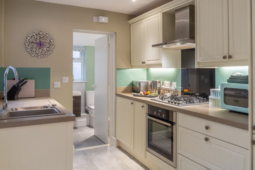 Ground floor: Kitchen with electric oven, gas hobs and extractor fan