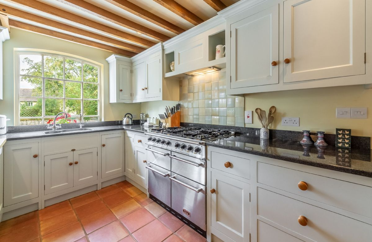 Ground floor: Beautiful bespoke and fully fitted kitchen with Falcon range cooker