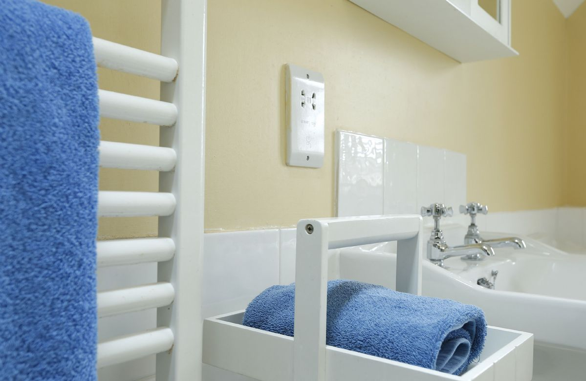 Ground floor: Shower room with shower, wash basin and wc