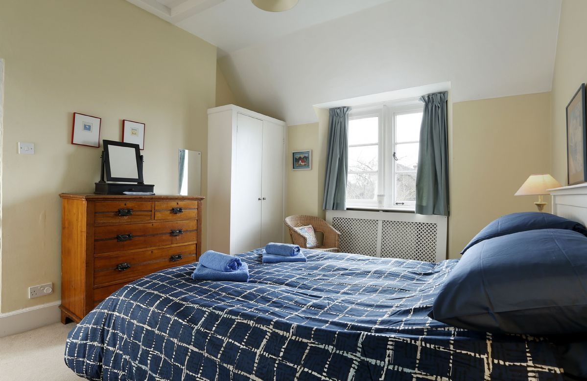 First floor: Comfortable bedroom with 4'6 double bed