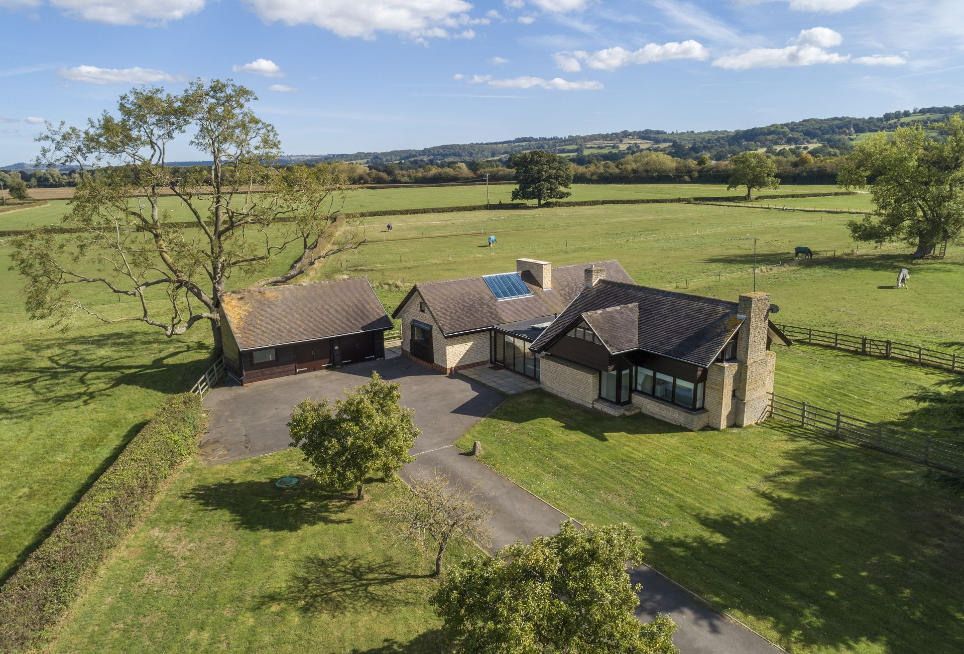 Willersey Farm House has plenty of private parking to the front of the property
