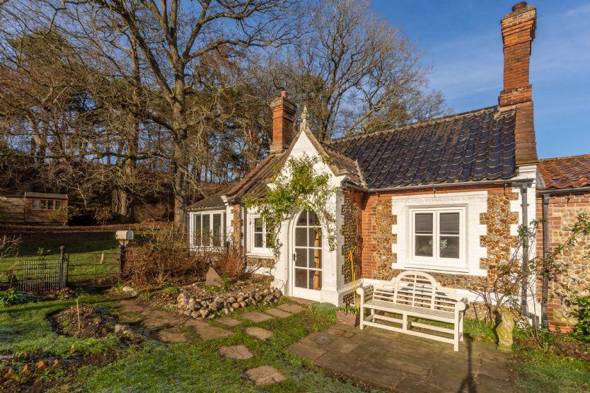 Summer Cottage: Front elevation