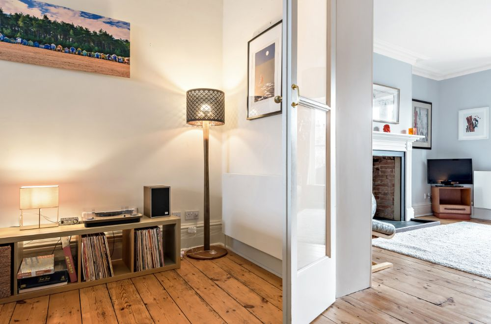 Monteagle Garden Flat | Thro to second sitting/bedroom