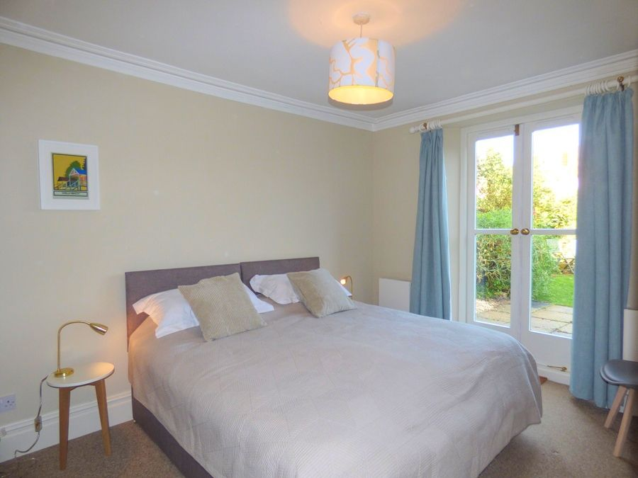 Monteagle Garden Flat | Bedroom 2 made up as Superking