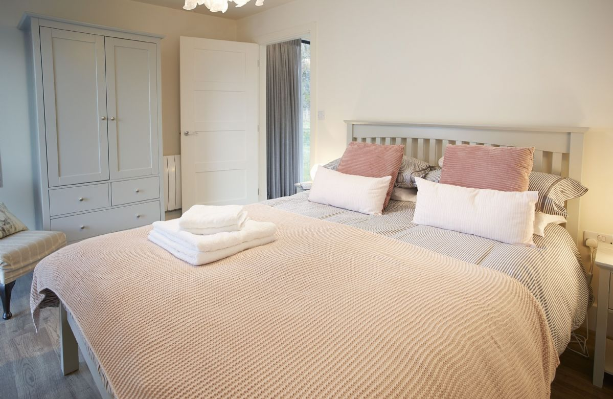 Ground floor: Master bedroom with king size bed and en suite