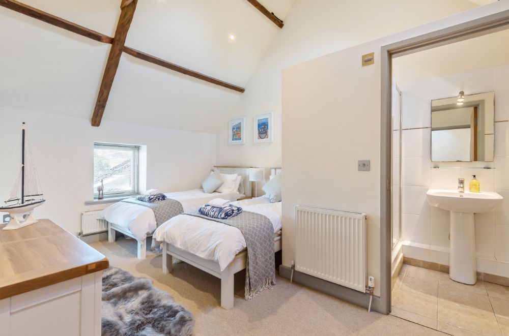 Prospero's Barn | Bedroom 2 with en-suite
