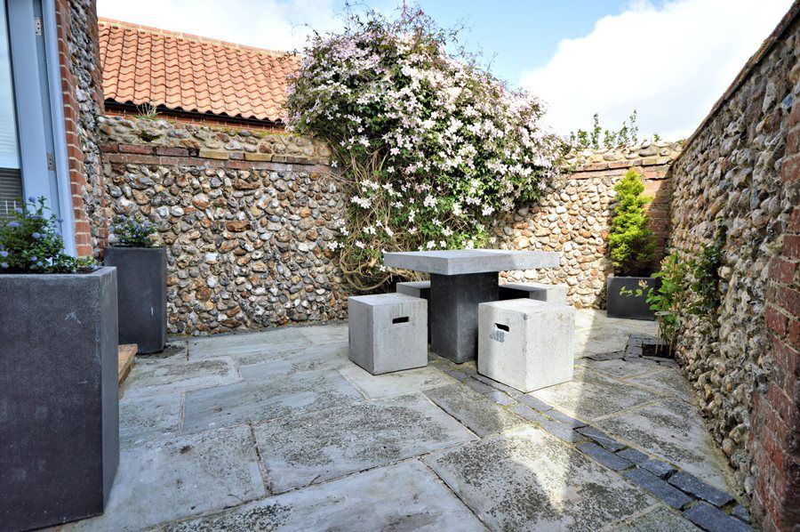 Prospero's Barn | Courtyard garden