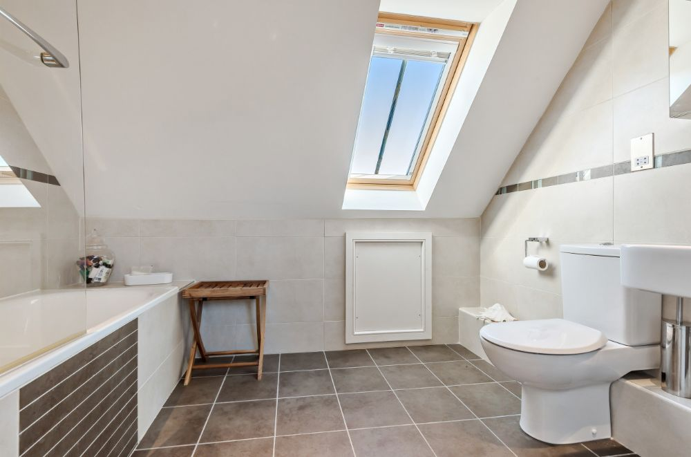 3 Marshland Barns | En-suite bathroom 4