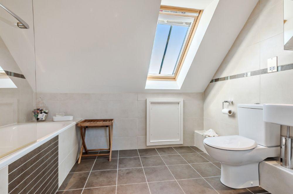 3 Marshland Barns | En-suite bathroom 4