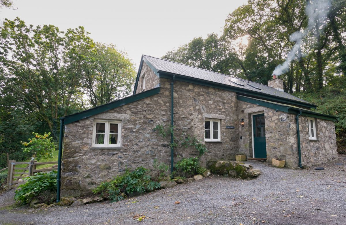 Bryn Derw is a delightful and secluded cottage nestled in the woodlands