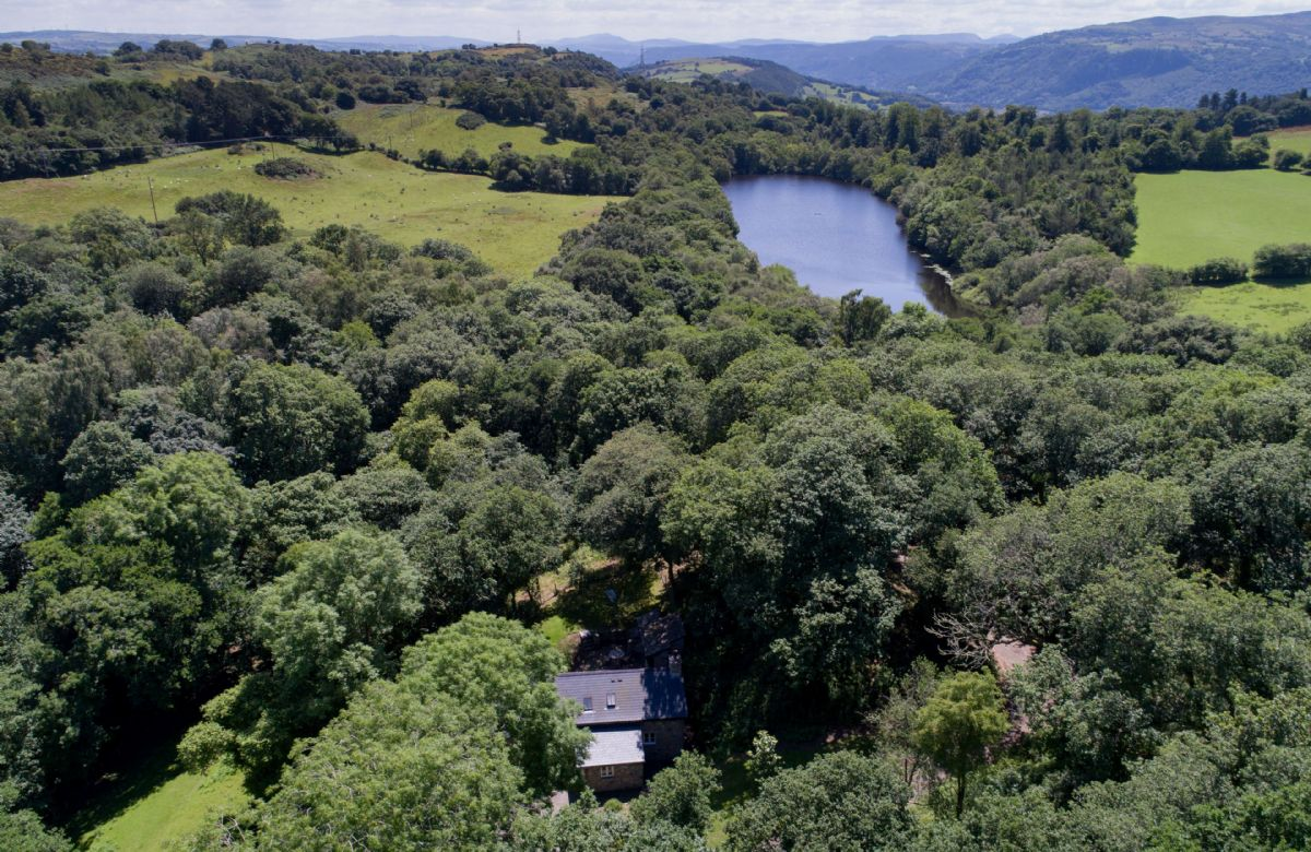 Set in hilly and wooded countryside in the lower reaches of the Conwy Valley, it commands spectacular views across to Snowdonia.
