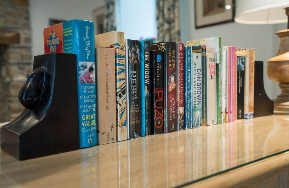 A traditional collection of reading books are available for guests to enjoy