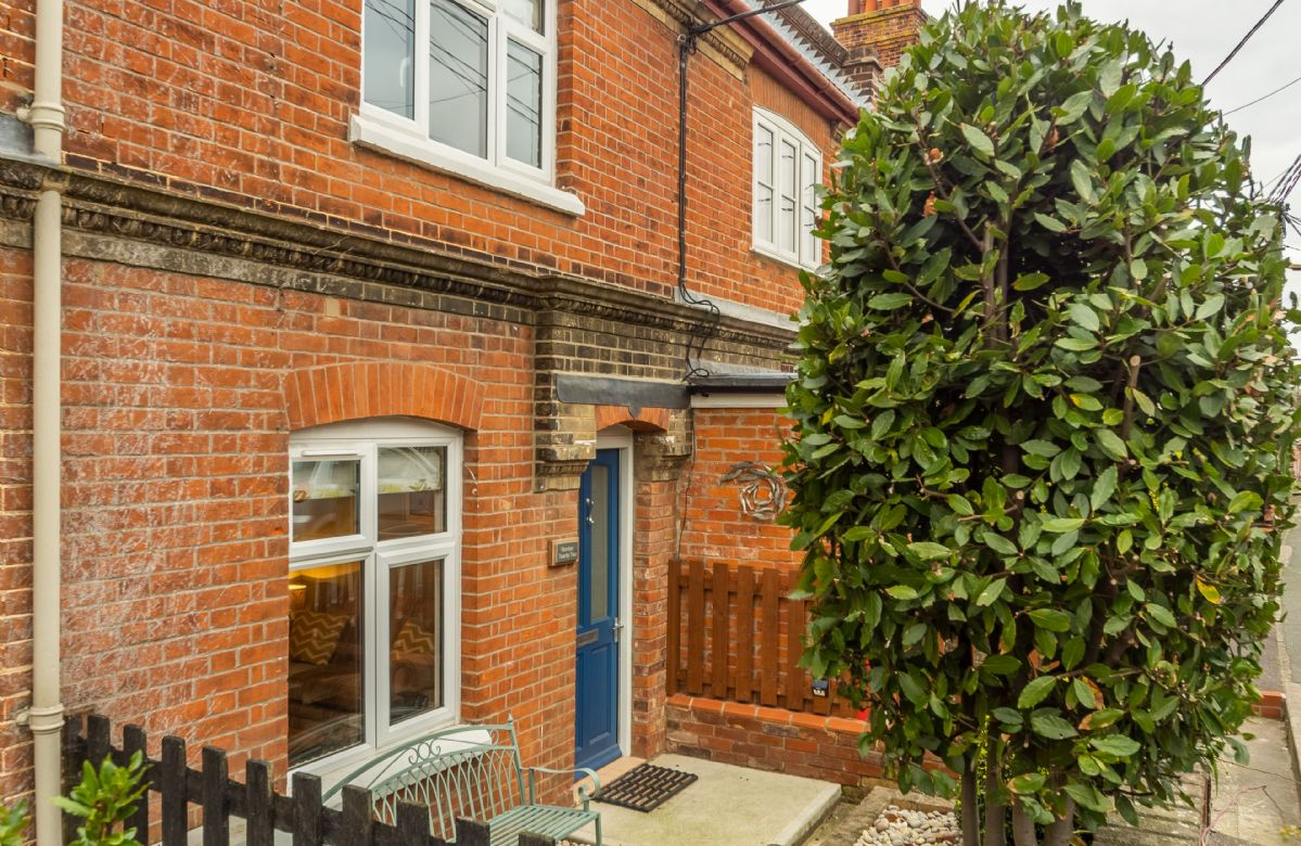 Number 22 is situated just 5 minutes' walk from the beach and High Street