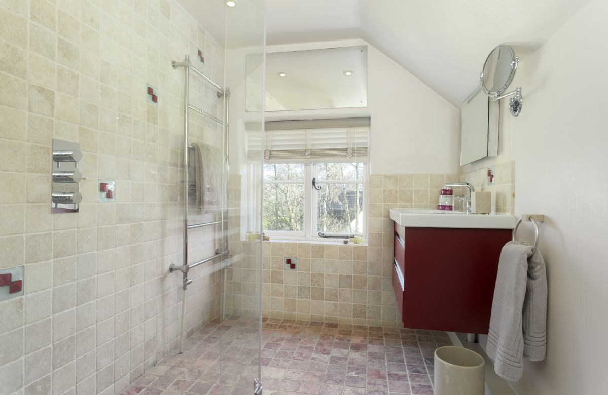 First floor: Spacious shower room