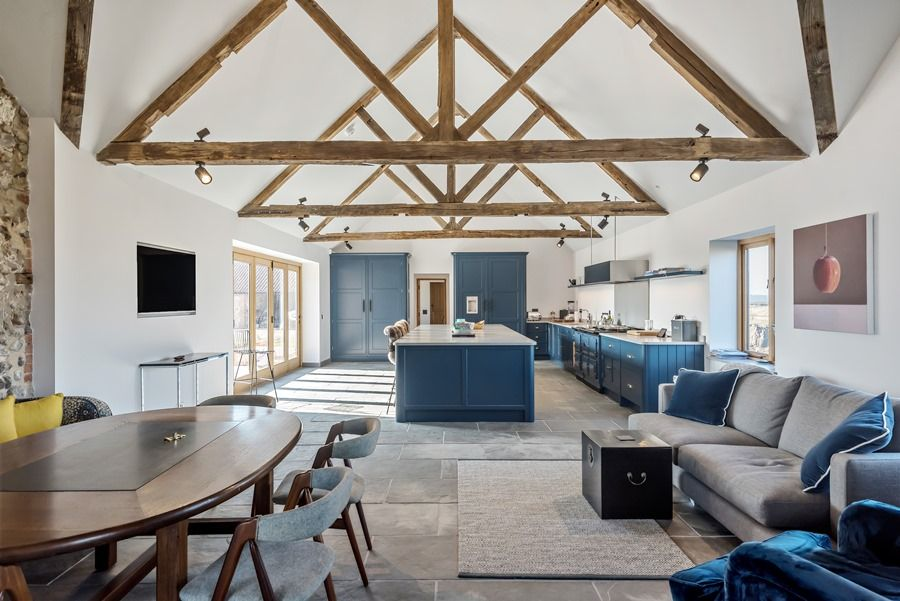 Beacon Hill Barn | Kitchen breakfast room