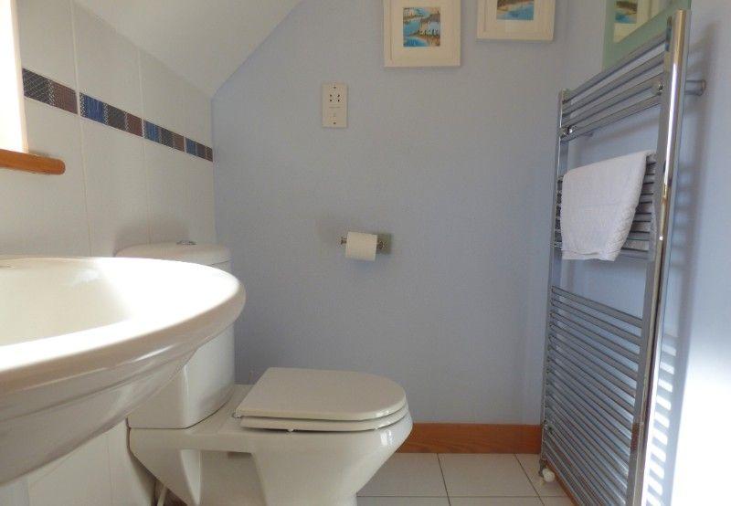 Harbour Cottage | En-suite to bedroom 1