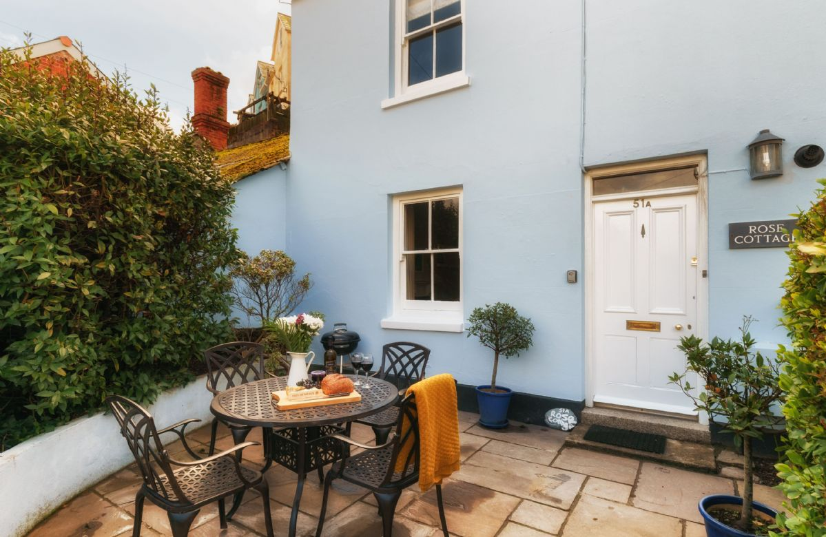 Rose Cottage is a traditional, double-fronted cottage located just a few minutes walk from the centre of Fowey