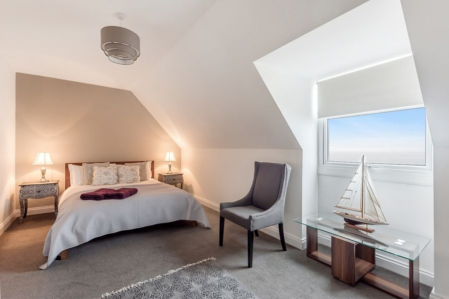 The Loft | Bedroom 1 with sea view