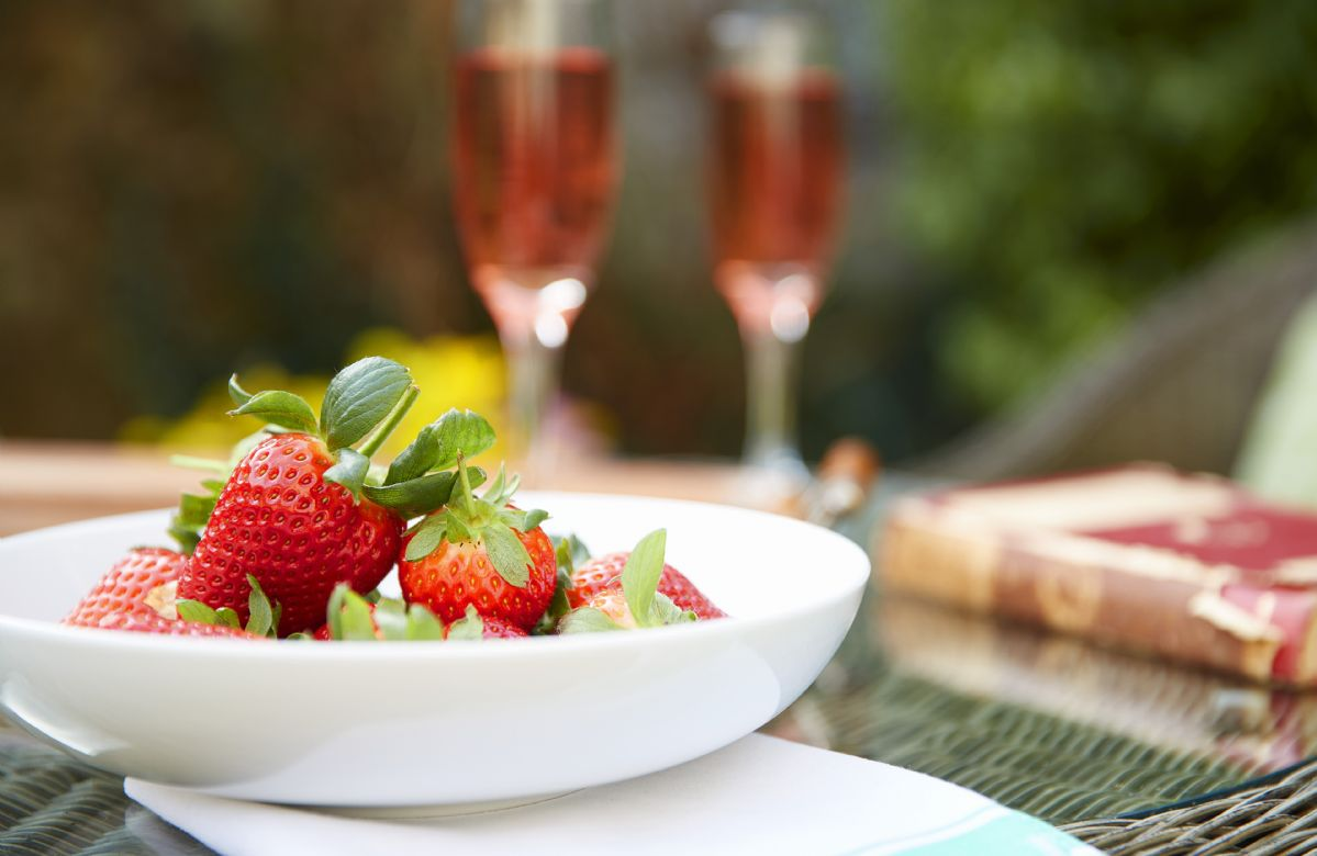 Enjoy delicious fresh local produce at Memorial Cottage