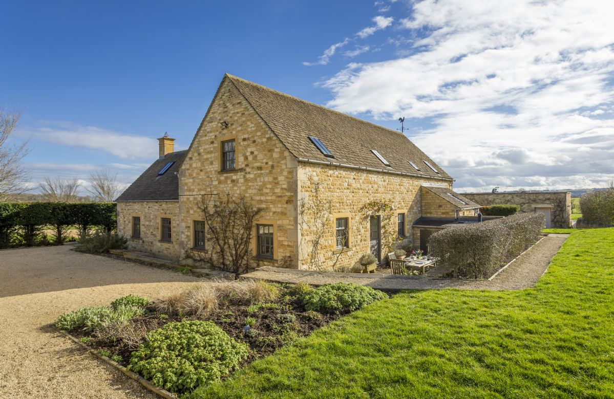 Claytons Cottage situated just half a mile from the popular Cotswold village of Lower Oddington