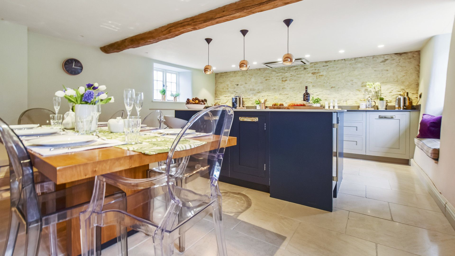 Kitchen with dining area, Westerleigh Cottage, Bolthole Retreats