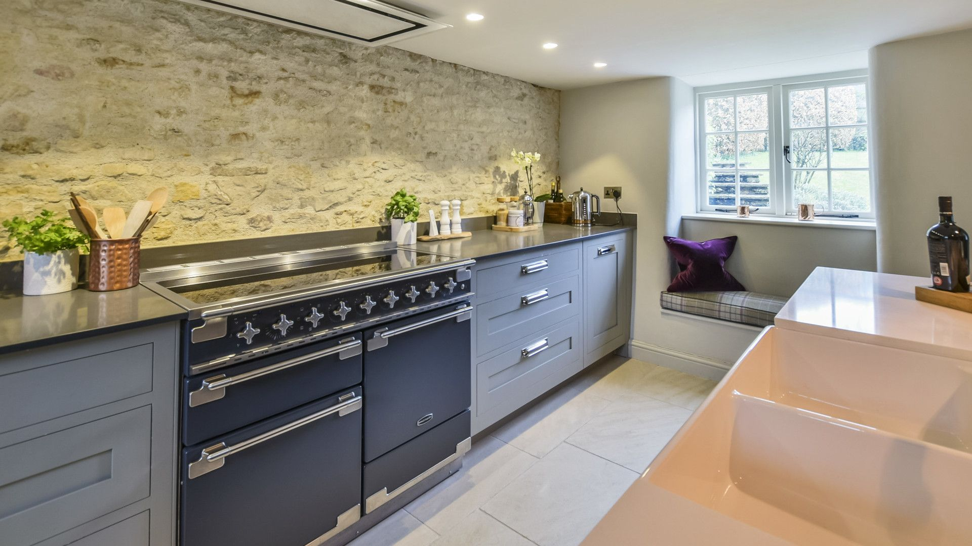 Kitchen with double Belfast sink, Westerleigh Cottage, Bolthole Retreats