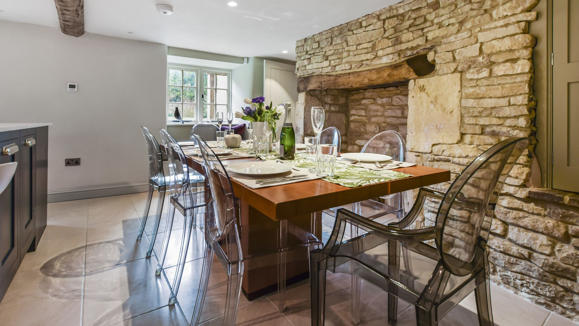 Dining table seats 8, Westerleigh Cottage, Bolthole Retreats