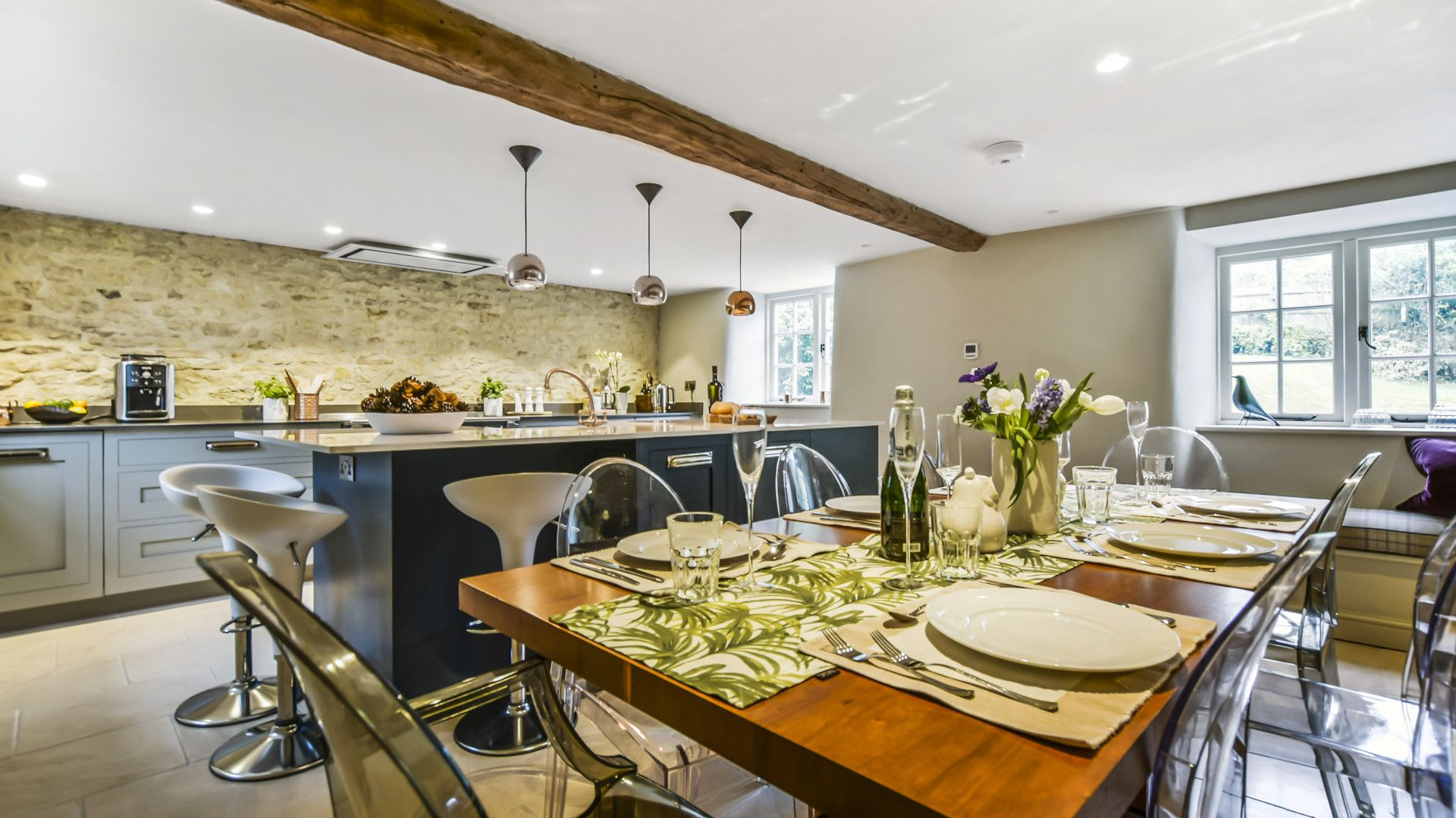 Dining table, Westerleigh Cottage, Bolthole Retreats