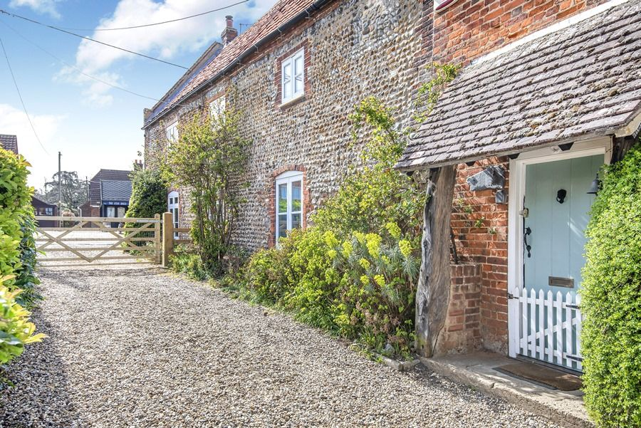 Cobblestones Brancaster Staithe | Outside with off-street parking