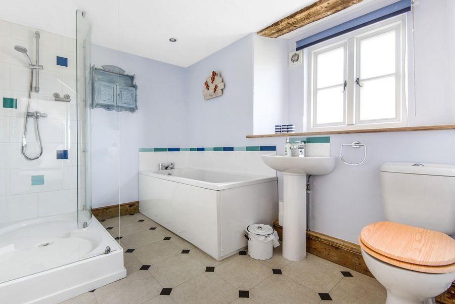 Cobblestones Brancaster Staithe | Bathroom