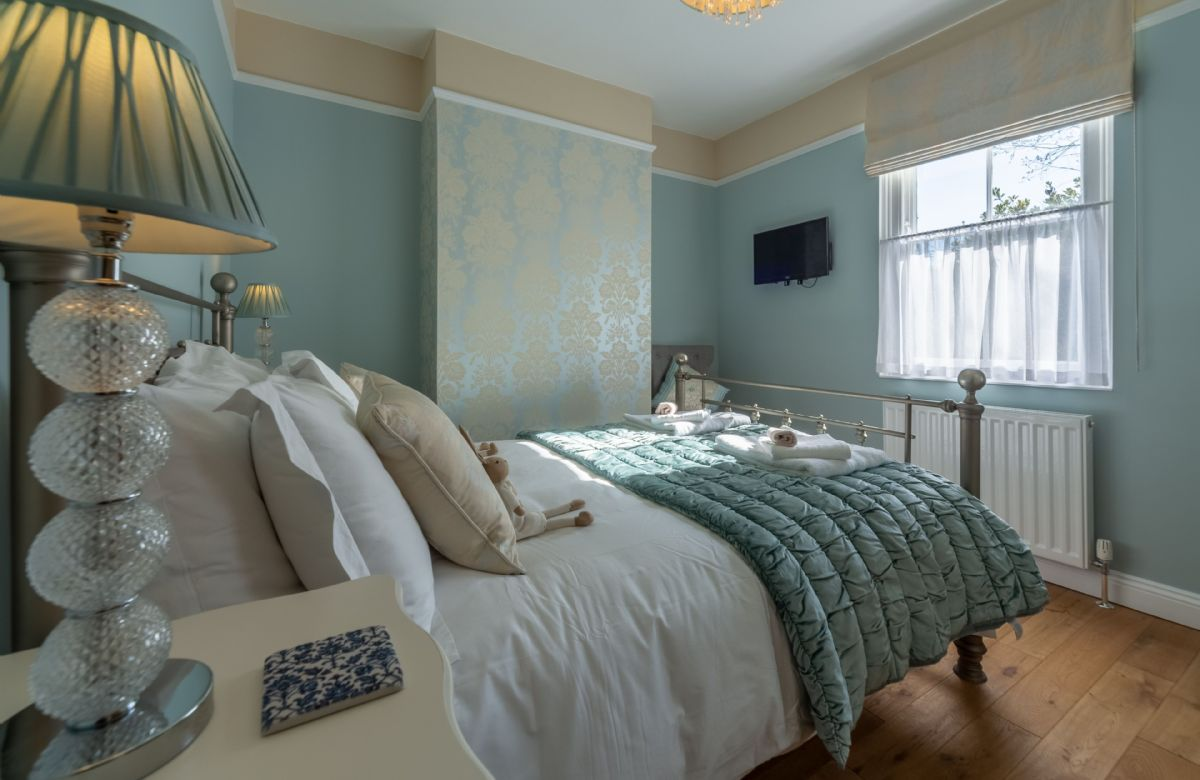 First floor: Beautifully furnished double room with 4'6 bed and views from the window