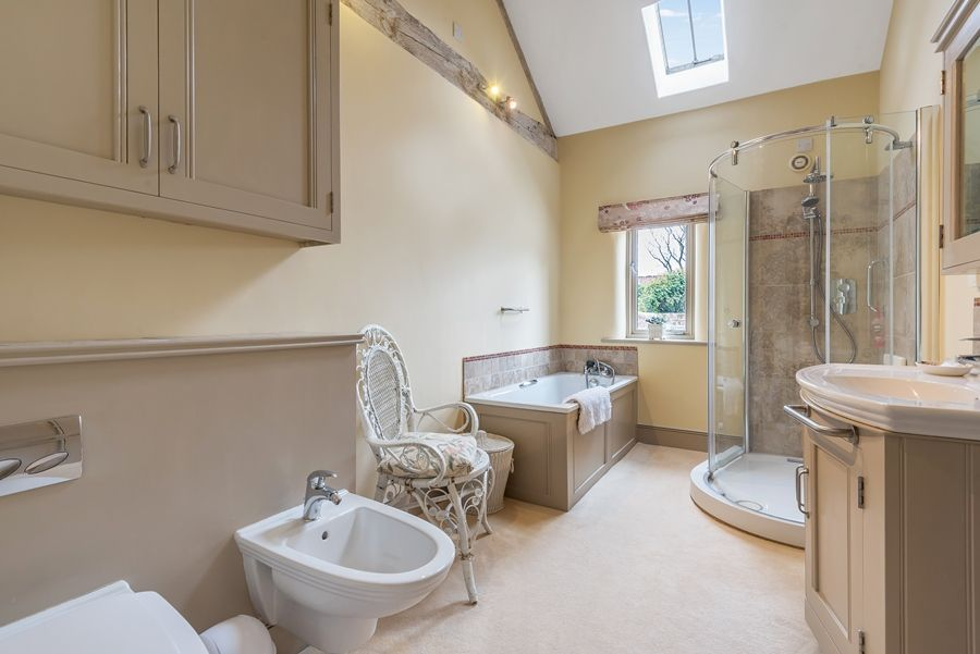 Byre Barn | En-suite  bathroom