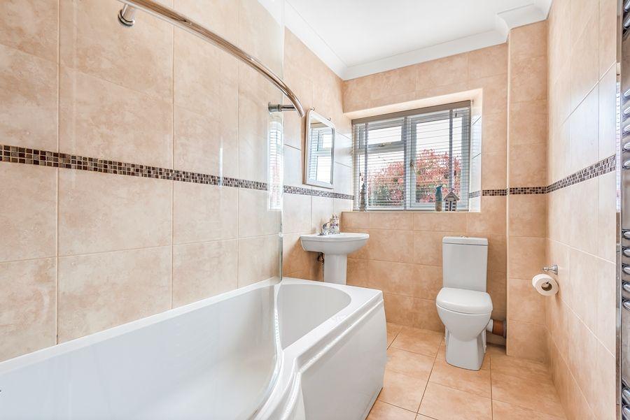 Lapwings | Bathroom