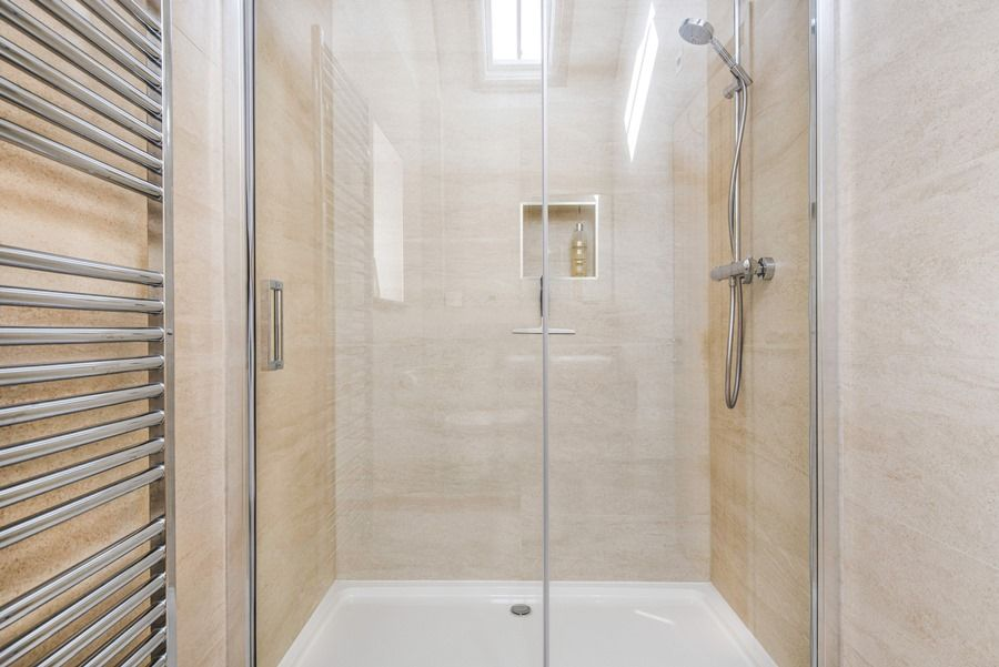 1 Manor Farm Barns | Shower