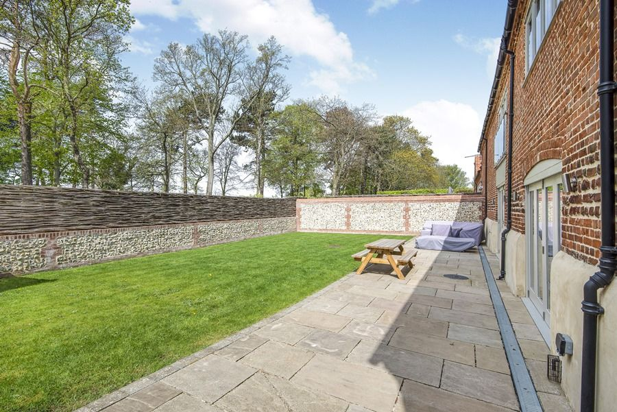 1 Manor Farm Barns | Garden