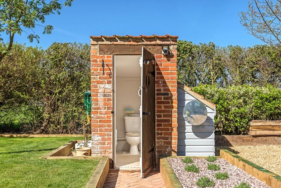 Hope Cottage | Outside loo