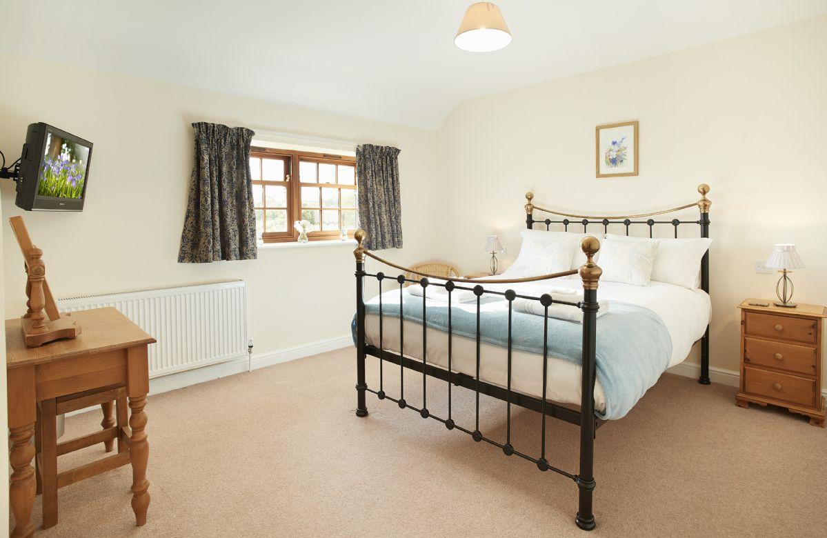 Ground floor: Master bedroom with king size bed with en-suite bathroom