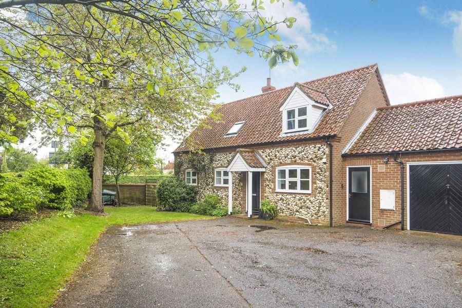 Field Cottage in Burnham Market | Front with parking