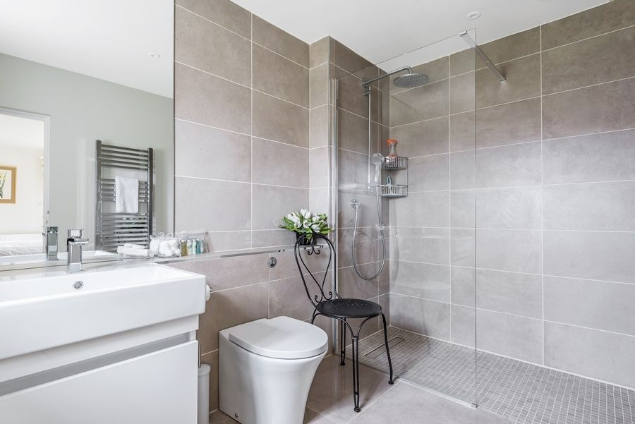 Lavender House | Ensuite shower room